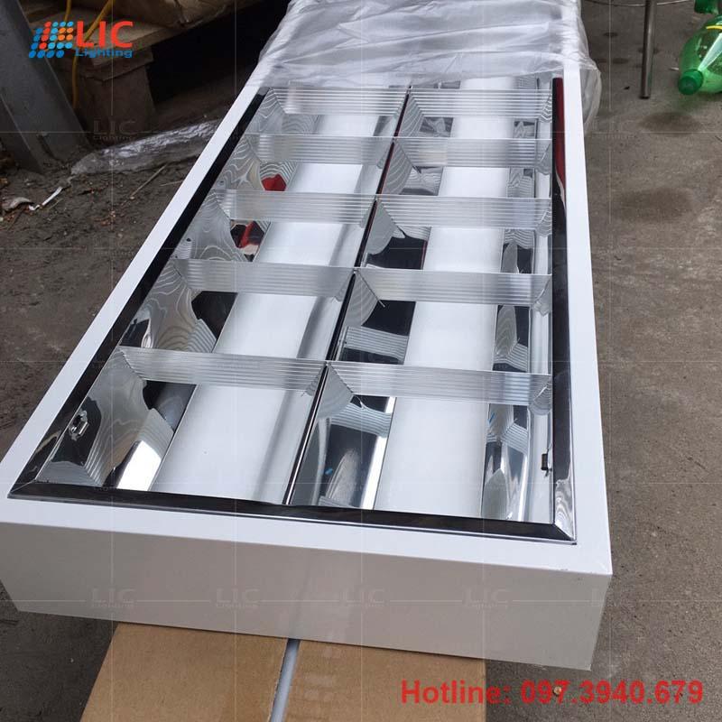 Máng Công Nghiệp Tán Quang 300×1200 Lắp Nổi Lic